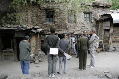 The Anjuman Sunni Committee and THF meet on site, summer 2007