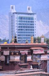 The old and the new in Lhasa (J. Mueller)