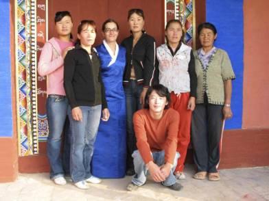 Pimpim de Azevedo (center, Tibetan blue dress) and Mongolian team
