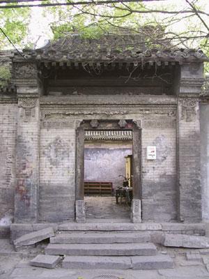 Typical entrance of old Beijing Si-he-yuan (Yutaka 03)
