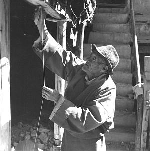 Master builder Chimo-la Migmar, Lhasa 1996