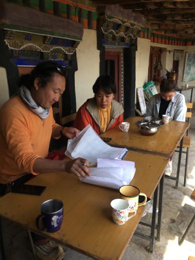 Yutaka surpervising Thai students