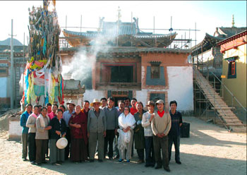 The team in front of Sangye Lhakhang