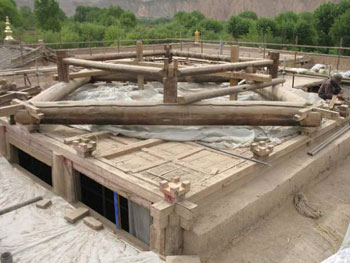 The roof corresponds to Yuan dynasty architecural principles