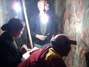 Training of local wall-painting restorers on site