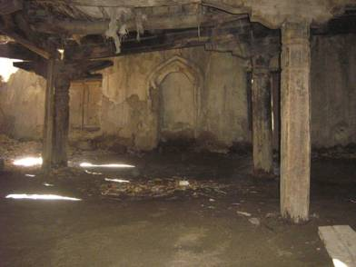 Condition of mosque before restoration (2006)