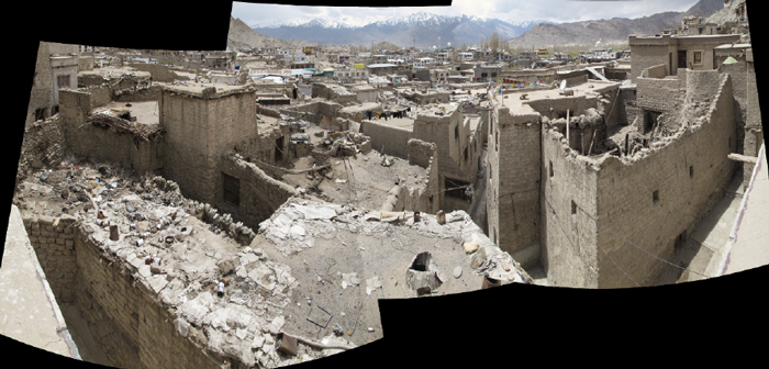 View of the damages on Leh old town houses. First, residents try to fix water leakage from the roof, with board, plasLc pieces, etc, unLl the damage is so big that the roof collapse.