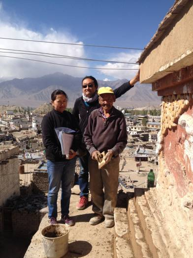 Mason Tashi Mutup,Yutaka and Dolkar discussing repair with Pimpim making the photo.