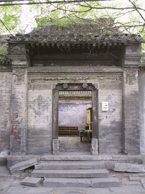 Typical entrance of old Beijing Si-he-yuan (Yutaka 03)