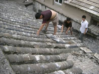 Repair of traditional tile roof in Beijing